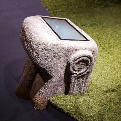 Tête de Moai enfouie